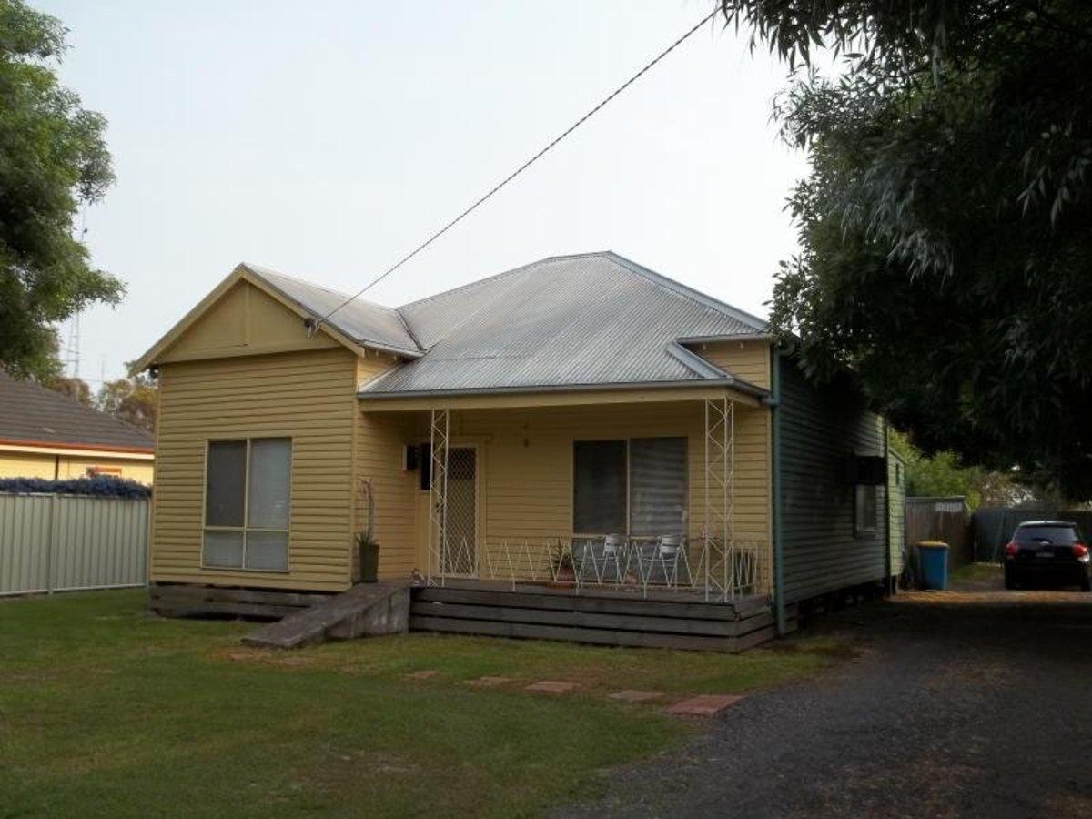 9 Hurt Street, Violet Town