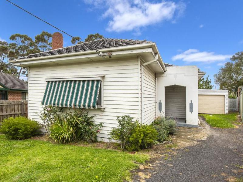 12 Hesleden Street, Essendon