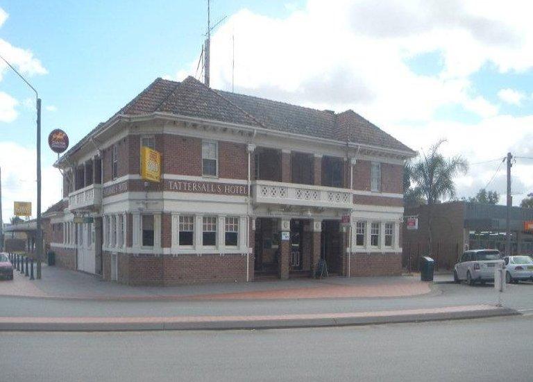 2-6 Deniliquin Street, Tocumwal