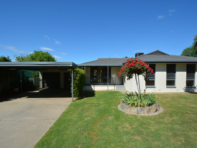 2 Gemstone Place, Albury