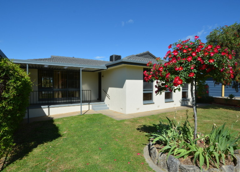 2 Gemstone Place, West Albury