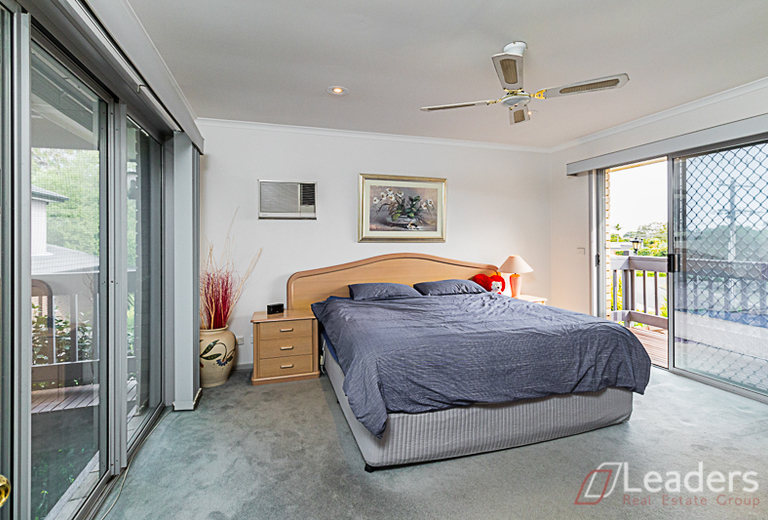 6 Bruford Avenue, Wheelers Hill