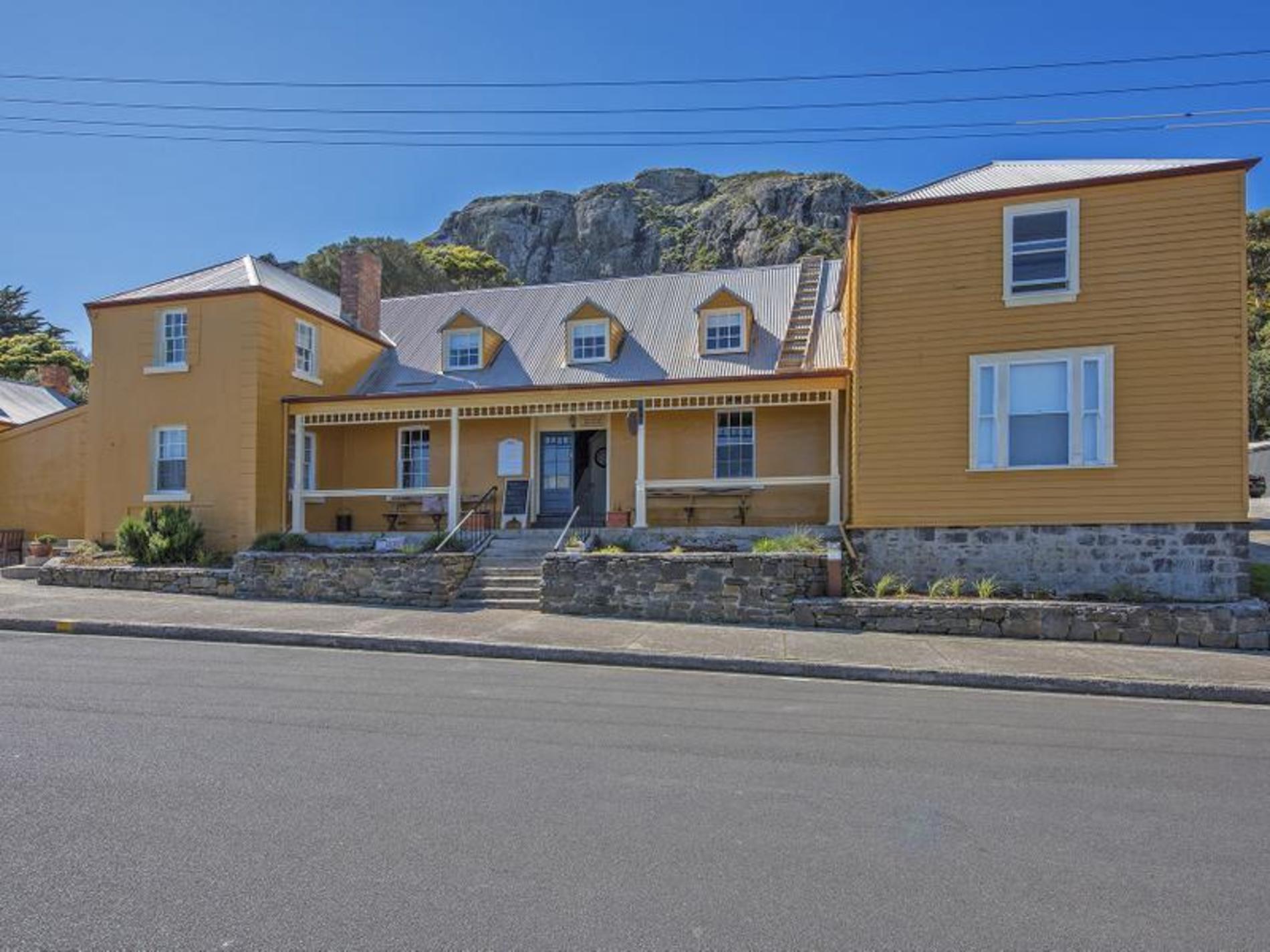 16-18 Alexander Terrace, Stanley
