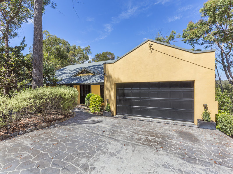 18 Riches Avenue, Woodford