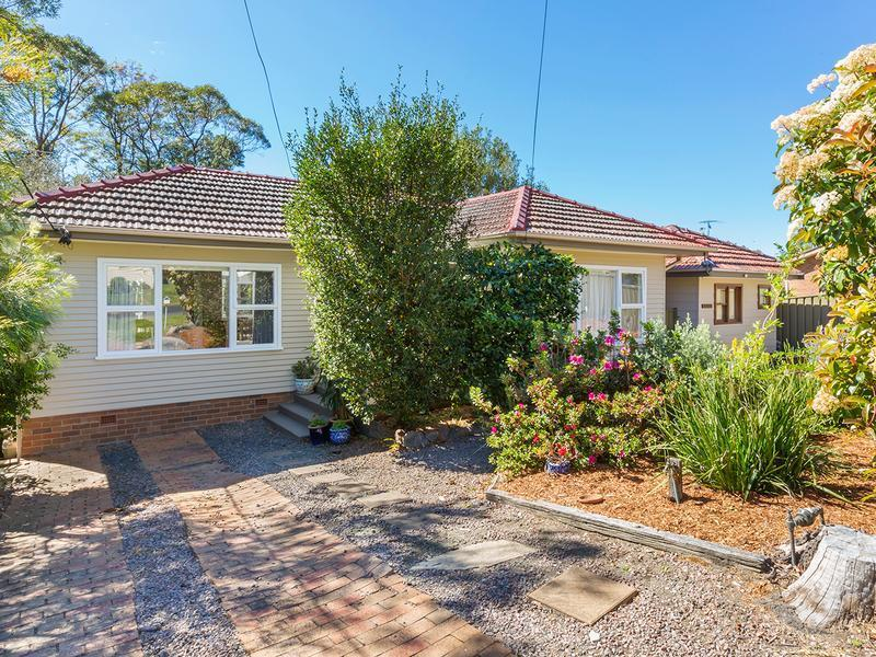 52 Russell Avenue, Valley Heights