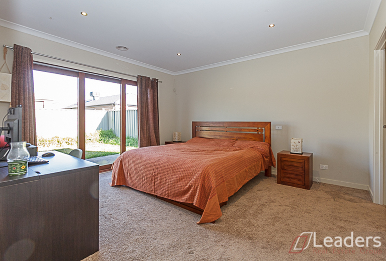 13 Chorus Way, Cranbourne East