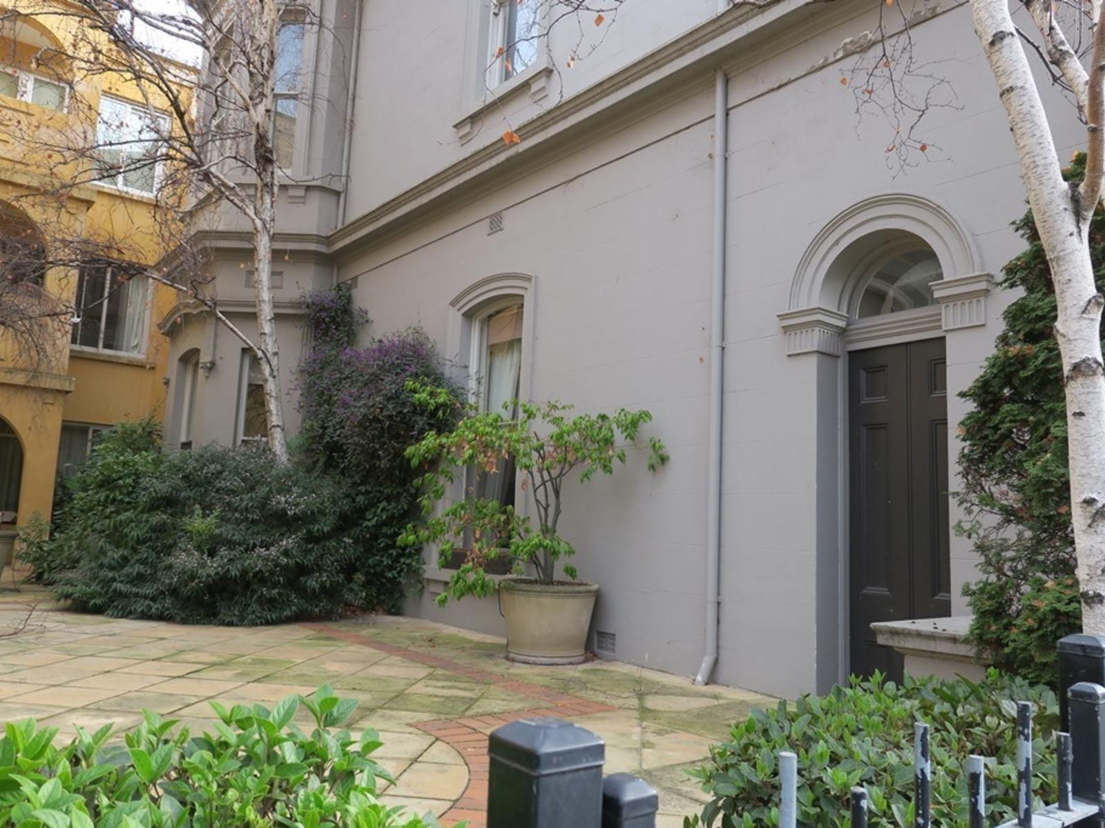 Apartment 3 / 2 Jolimont Terrace, East Melbourne