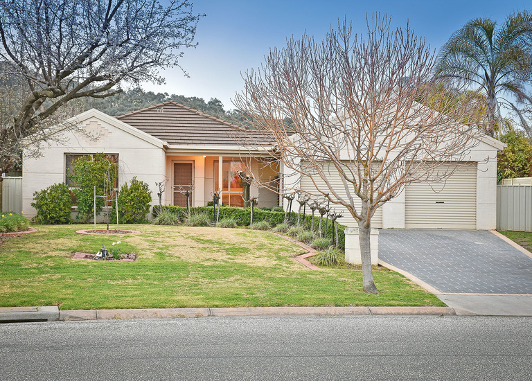 17 Mountford Crescent, East Albury