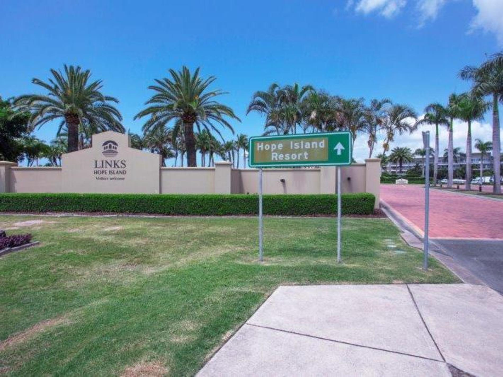 7823 Pavilion Close, Hope Island