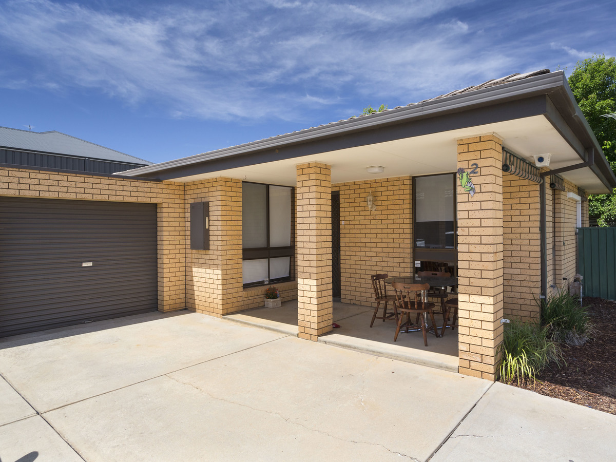 2 / 93 HUON HILL ROAD, Wodonga