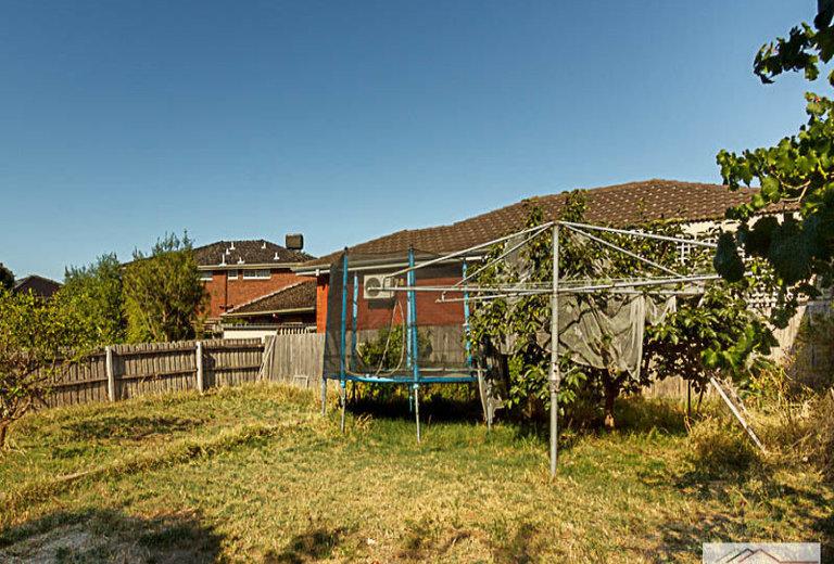 67 Essex Road, Mount Waverley