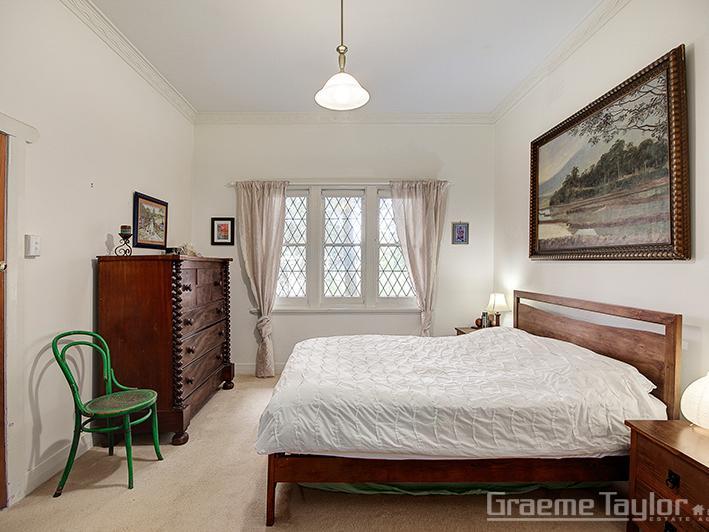 16 Mont Albert Road, Geelong