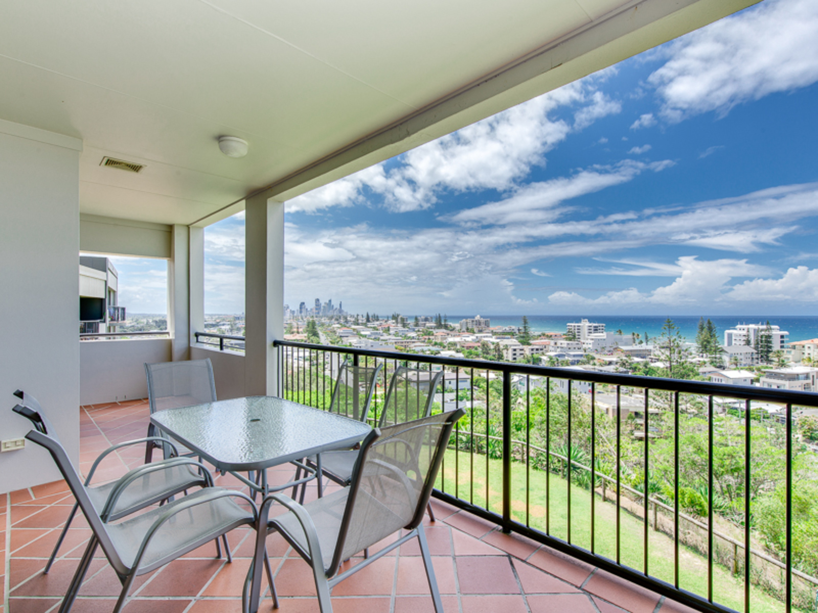 21 / 1  Great Hall Drive, Miami
